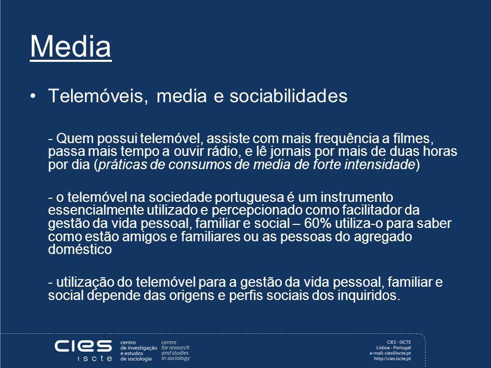 Media Telemóveis, media e sociabilidades - Quem possui telemóvel, assiste com mais frequência a filmes, passa mais tempo a ouvir rádio, e lê jornais por mais de duas horas por dia (práticas de consumos de media de forte intensidade) - o telemóvel na sociedade portuguesa é um instrumento essencialmente utilizado e percepcionado como facilitador da gestão da vida pessoal, familiar e social – 60% utiliza-o para saber como estão amigos e familiares ou as pessoas do agregado doméstico - utilização do telemóvel para a gestão da vida pessoal, familiar e social depende das origens e perfis sociais dos inquiridos.