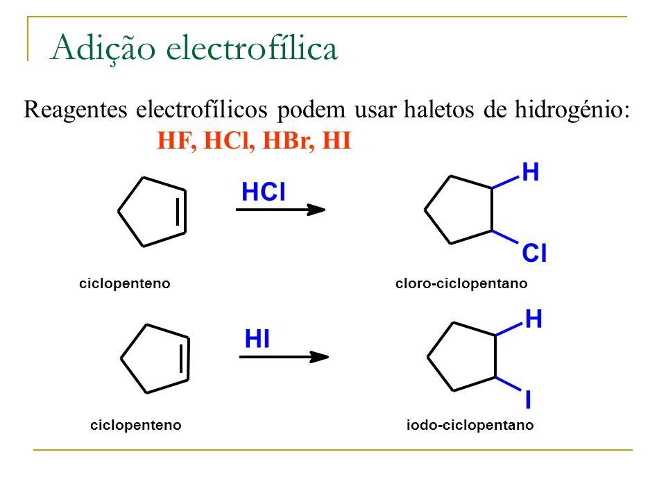 Adição electrofílica Reagentes electrofílicos podem usar haletos de hidrogénio: HF, HCl, HBr, HI HCl H Cl ciclopentenocloro-ciclopentano HI H I ciclop