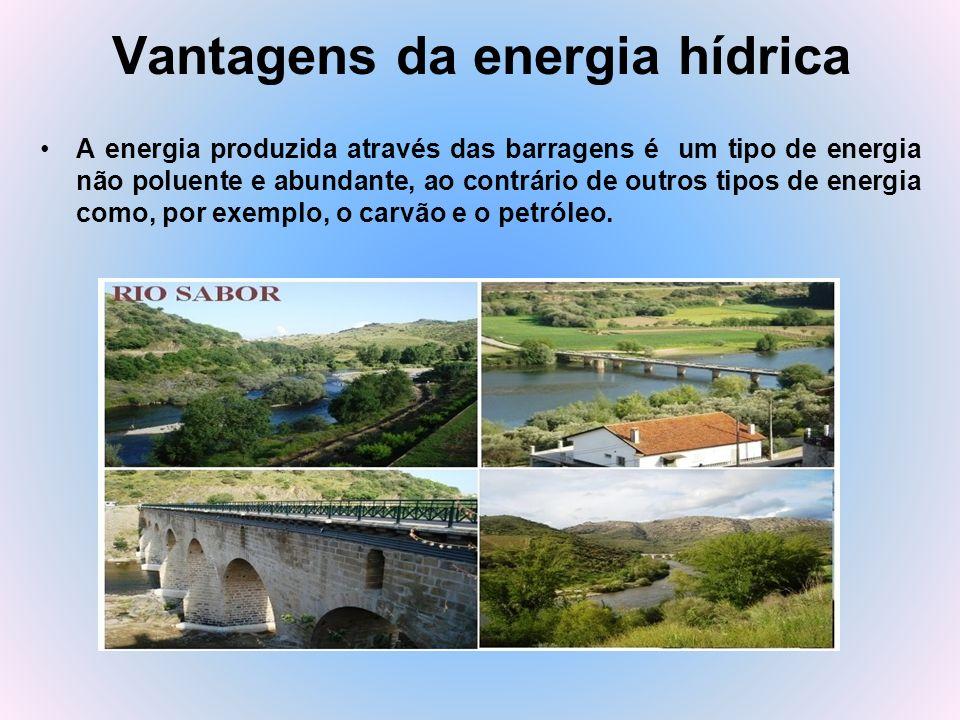Vantagens da energia hídrica A energia produzida através das barragens é um tipo de energia não poluente e abundante, ao contrário de outros tipos de
