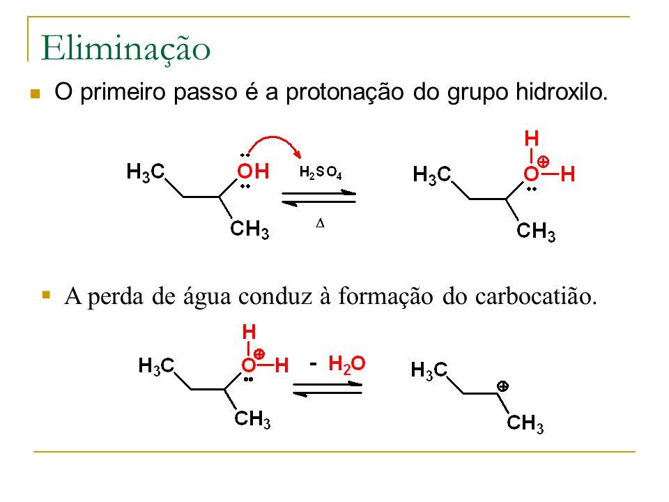 Eliminação O primeiro passo é a protonação do grupo hidroxilo. A perda de água conduz à formação do carbocatião.