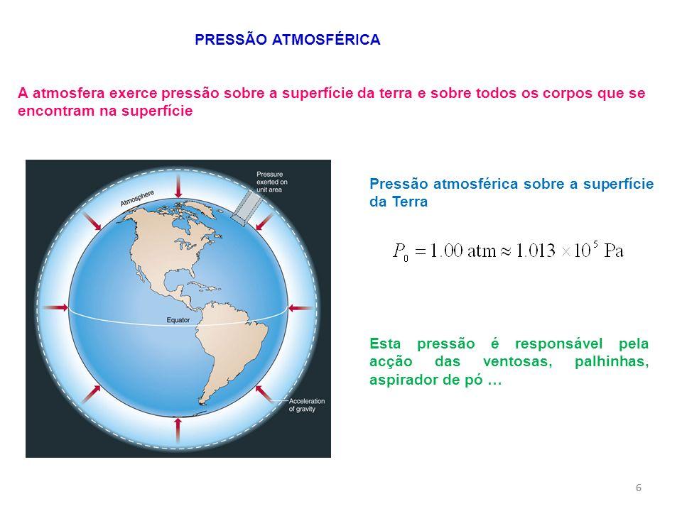 66 PRESSÃO ATMOSFÉRICA A atmosfera exerce pressão sobre a superfície da terra e sobre todos os corpos que se encontram na superfície Esta pressão é re