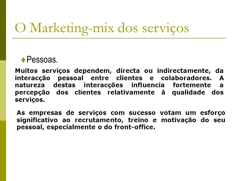Pessoas. O Marketing-mix dos serviços Muitos serviços dependem, directa ou indirectamente, da interacção pessoal entre clientes e colaboradores. A nat