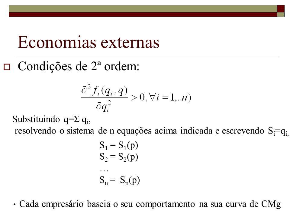 31 Economias externas Condições de 2ª ordem: Substituindo q=Σ q i, resolvendo o sistema de n equações acima indicada e escrevendo S i =q i, S 1 = S 1