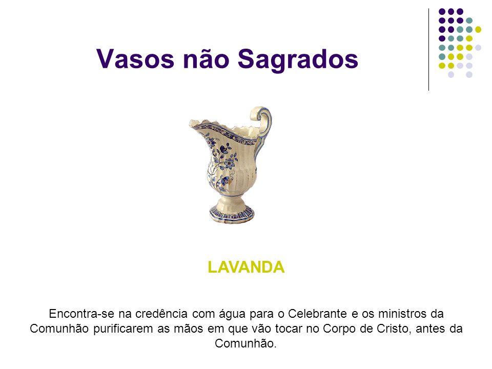 Vasos não Sagrados LAVANDA Encontra-se na credência com água para o Celebrante e os ministros da Comunhão purificarem as mãos em que vão tocar no Corp