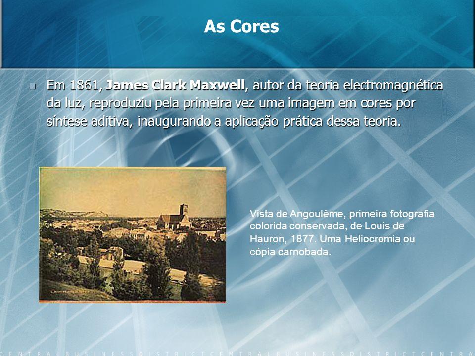 Em 1861, James Clark Maxwell, autor da teoria electromagnética da luz, reproduziu pela primeira vez uma imagem em cores por síntese aditiva, inauguran