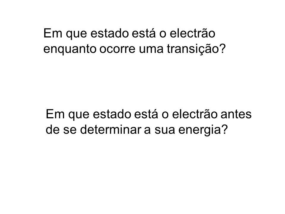Em que estado está o electrão enquanto ocorre uma transição.