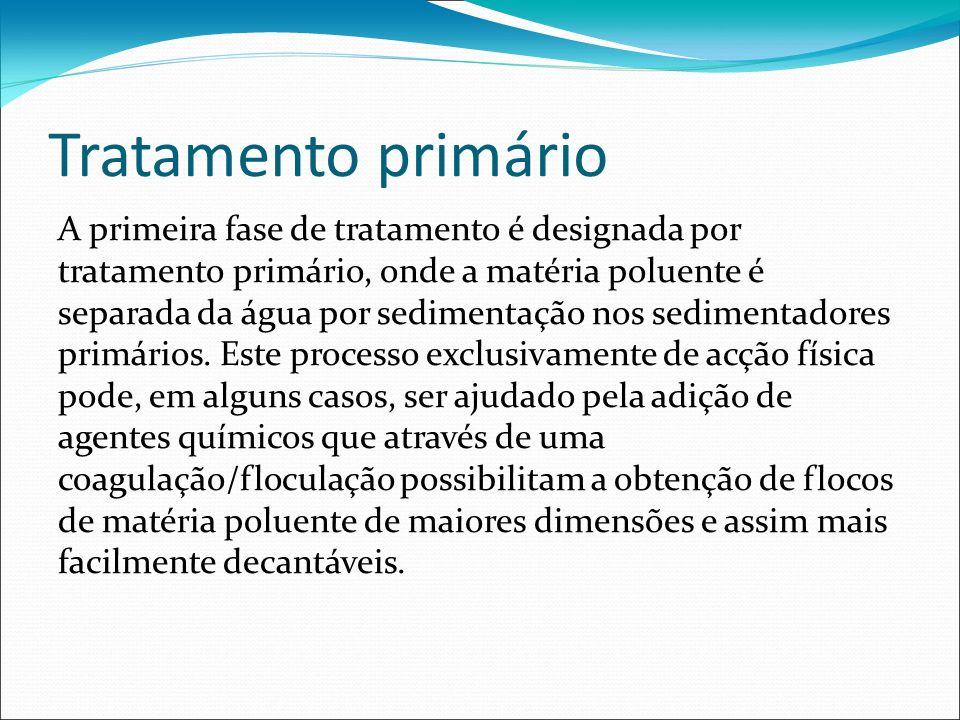 Tratamento primário A primeira fase de tratamento é designada por tratamento primário, onde a matéria poluente é separada da água por sedimentação nos