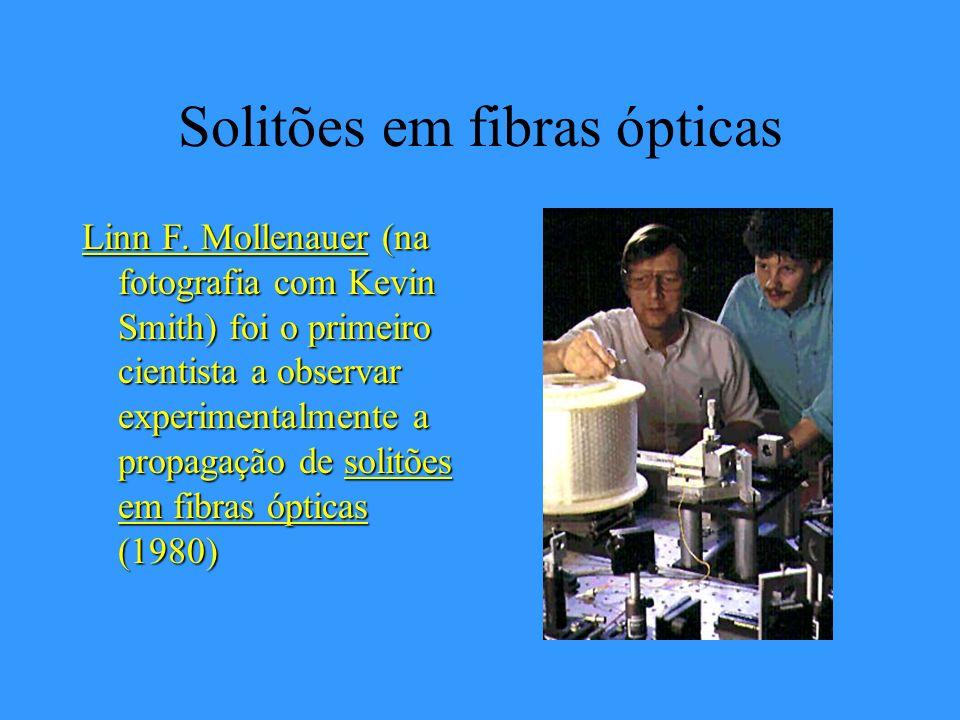 Solitões Em Julho de 1995 uma reunião internacional de cientistas testemunhou a recriação da famosa observação de John Scott Russell (1845) em Union C