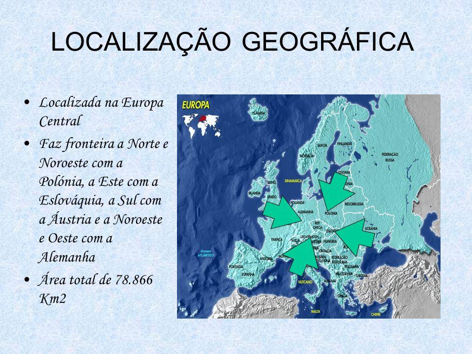 LOCALIZAÇÃO GEOGRÁFICA Localizada na Europa Central Faz fronteira a Norte e Noroeste com a Polónia, a Este com a Eslováquia, a Sul com a Áustria e a Noroeste e Oeste com a Alemanha Área total de 78.866 Km2