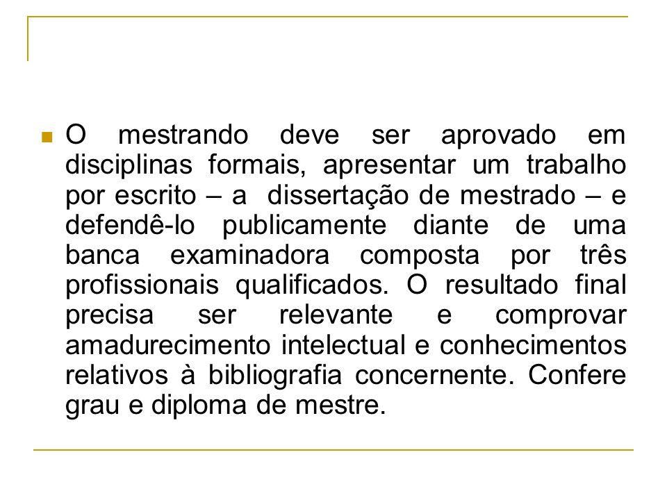 O mestrando deve ser aprovado em disciplinas formais, apresentar um trabalho por escrito – a dissertação de mestrado – e defendê-lo publicamente diant