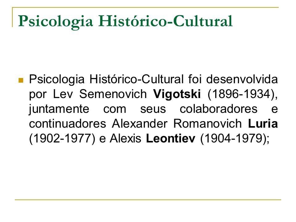Psicologia Histórico-Cultural Psicologia Histórico-Cultural foi desenvolvida por Lev Semenovich Vigotski (1896-1934), juntamente com seus colaboradore