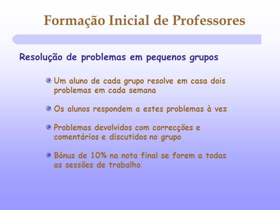 Formação Inicial de Professores Resolução de problemas em pequenos grupos Um aluno de cada grupo resolve em casa dois problemas em cada semana Os alun