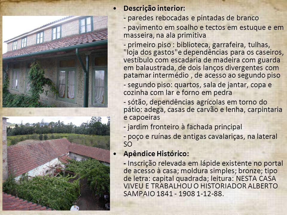 Descrição interior: - paredes rebocadas e pintadas de branco - pavimento em soalho e tectos em estuque e em masseira, na ala primitiva - primeiro piso