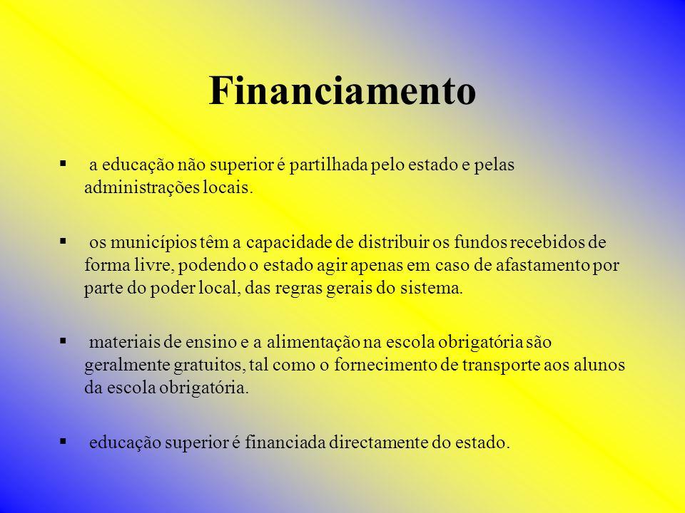 Financiamento a educação não superior é partilhada pelo estado e pelas administrações locais. os municípios têm a capacidade de distribuir os fundos r