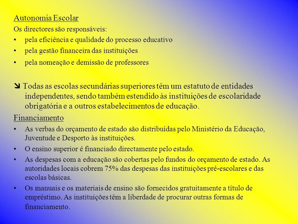 Autonomia Escolar Os directores são responsáveis: pela eficiência e qualidade do processo educativo pela gestão financeira das instituições pela nomea