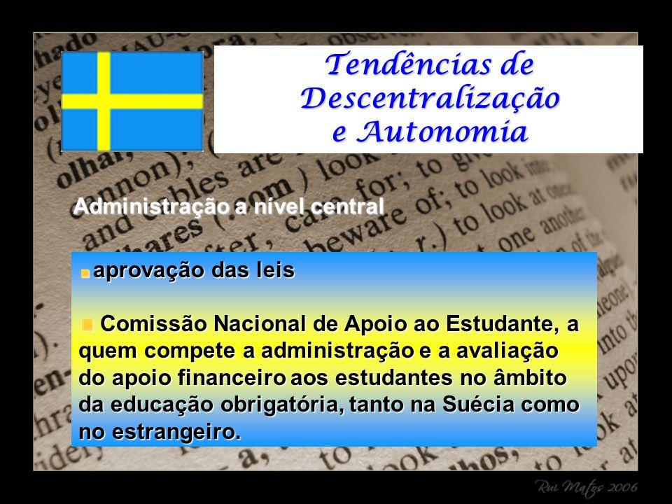 Administração a nível central aprovação das leis aprovação das leis Comissão Nacional de Apoio ao Estudante, a quem compete a administração e a avaliação do apoio financeiro aos estudantes no âmbito da educação obrigatória, tanto na Suécia como no estrangeiro.