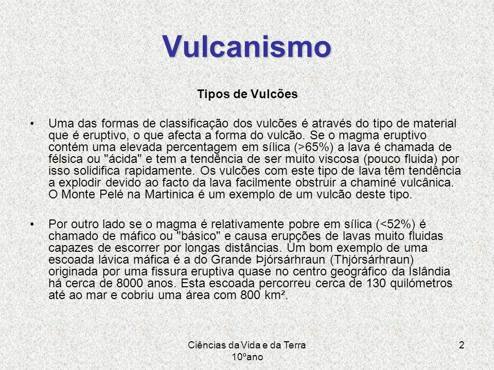 Ciências da Vida e da Terra 10ºano 2 Vulcanismo Tipos de Vulcões Uma das formas de classificação dos vulcões é através do tipo de material que é erupt