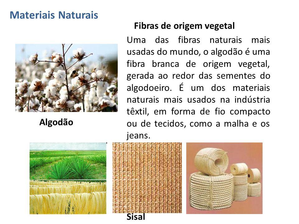 Uma das fibras naturais mais usadas do mundo, o algodão é uma fibra branca de origem vegetal, gerada ao redor das sementes do algodoeiro. É um dos mat