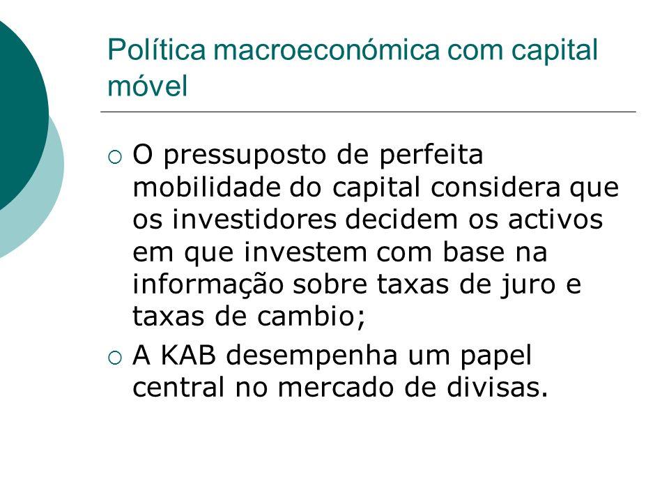 Política macroeconómica com capital móvel O pressuposto de perfeita mobilidade do capital considera que os investidores decidem os activos em que inve