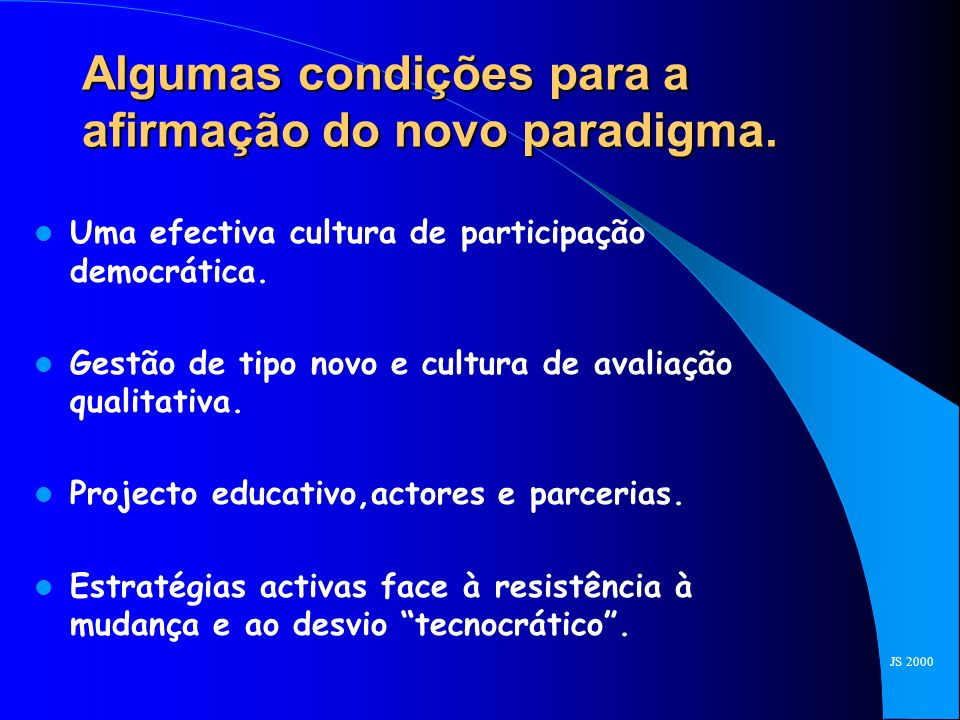 MODELO ANTIGO MODELO NOVO CARACTERÍSTICASIMPLICAÇÕES TECNOLÓGICAS DE GESTÃOFINANCEIRAS LEITURAS E/OU EXPOSIÇÃO DISCURSIVA NA SALA DE AULA EXPLORAÇÃO INDIVIDUAL PCS EM REDE COM ACESSO À INFORMAÇÃO ABSORÇÃO PASSIVAAPRENDIZAGEM AMIGÁVEL REQUER INSTRUMENTOS DE DESENVOLVIMENTO E SIMULAÇÃO TRABALHO INDIVIDUAL APRENDIZAGEM EM EQUIPA E-MAIL E FERRAMENTAS DE COLABORAÇÃO PROFESSOR OMNISCIENTE PROFESSOR COMO GUIA APOIA-SE NO ACESSO A ESPECIALISTAS ATRAVÉS DE REDES INFORMÁTICAS CONTEÚDOS ESTÁVEIS CONTEÚDOS EM RÁPIDA MUDANÇA REQUER REDES E FERRAMENTAS DE PUBLISHING HOMOGENEIDADEDIVERSIDADEREQUER VARIEDADE DE MÉTODOS E FERRAMENTAS COMPREENSÃO DA NECESSIDADE DE MUDANÇA E MOTIVAÇÃO PARA A MESMA AUMENTO DOS RECURSOS DISPONIVEIS E SUA AFECTAÇÃO RIGOROSA.