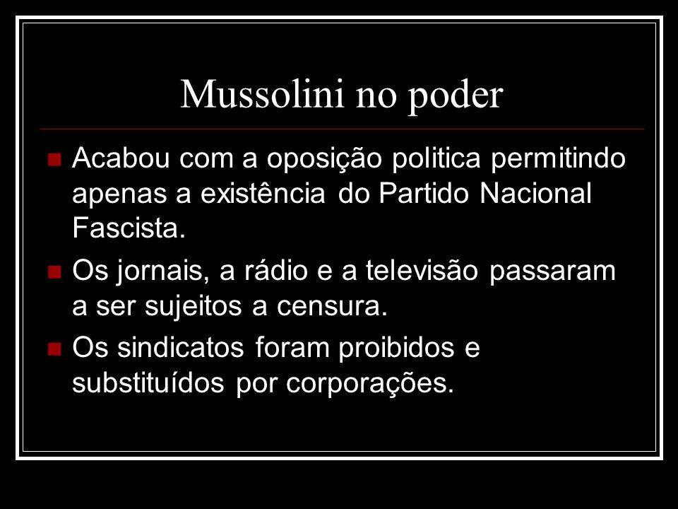 Mussolini no poder Acabou com a oposição politica permitindo apenas a existência do Partido Nacional Fascista. Os jornais, a rádio e a televisão passa