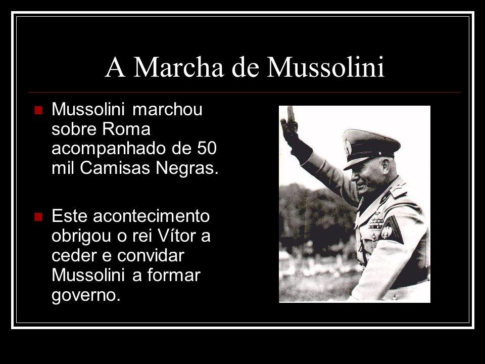 A Marcha de Mussolini Mussolini marchou sobre Roma acompanhado de 50 mil Camisas Negras. Este acontecimento obrigou o rei Vítor a ceder e convidar Mus