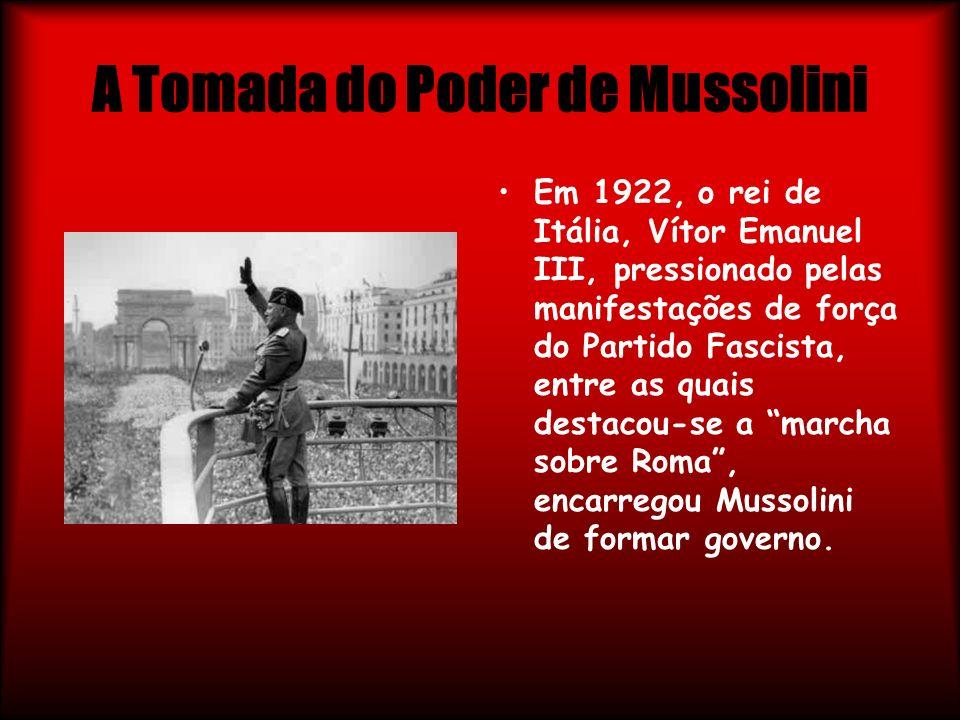 A Tomada do Poder de Mussolini Em 1922, o rei de Itália, Vítor Emanuel III, pressionado pelas manifestações de força do Partido Fascista, entre as qua