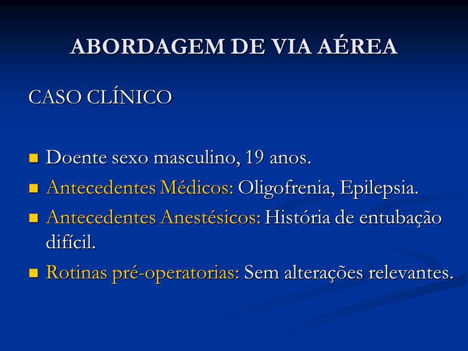 ABORDAGEM DE VIA AÉREA CASO CLÍNICO Doente sexo masculino, 19 anos. Doente sexo masculino, 19 anos. Antecedentes Médicos: Oligofrenia, Epilepsia. Ante