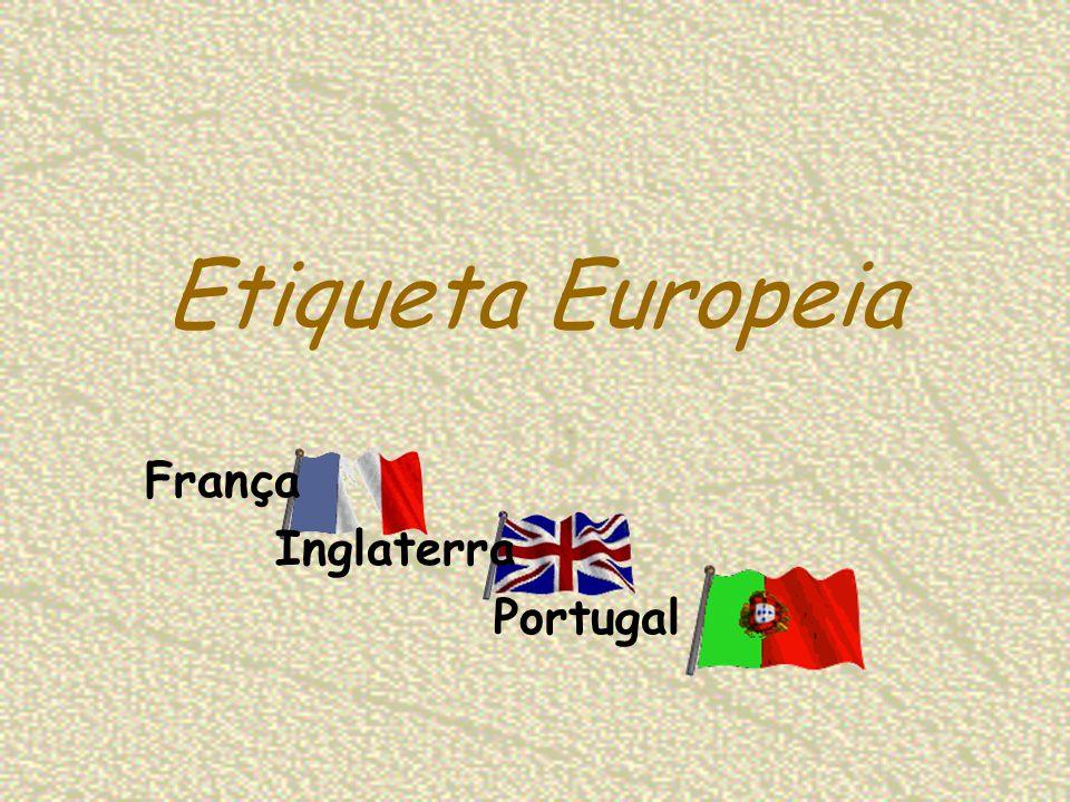 Etiqueta Europeia Mulher As calças são utilizadas raramente, principalmente com cargos de direcção; No verão é aceitável utilizar cores vivas, senão houver reuniões importantes; Modo de Vestir