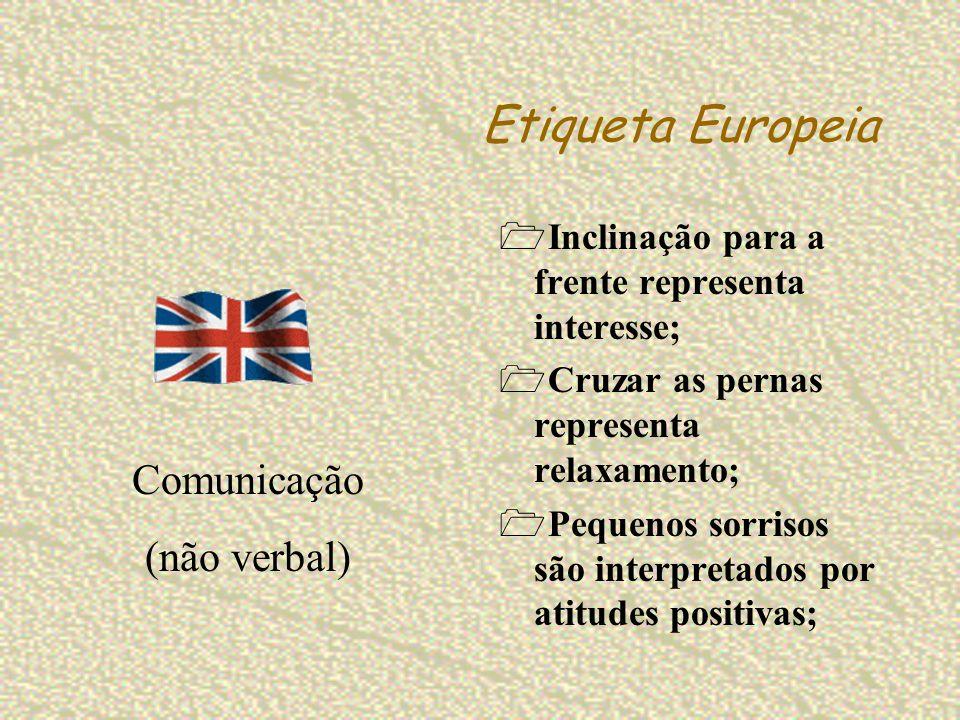 Etiqueta Europeia Inclinação para a frente representa interesse; Cruzar as pernas representa relaxamento; Pequenos sorrisos são interpretados por atit