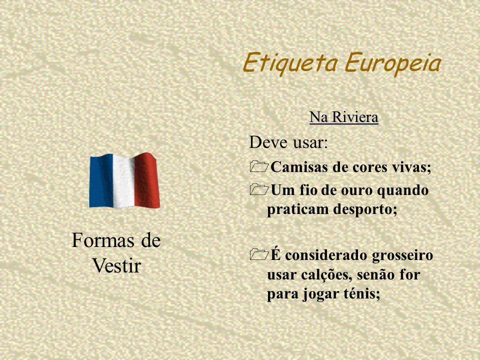 Etiqueta Europeia Na Riviera Deve usar: Camisas de cores vivas; Um fio de ouro quando praticam desporto; É considerado grosseiro usar calções, senão f