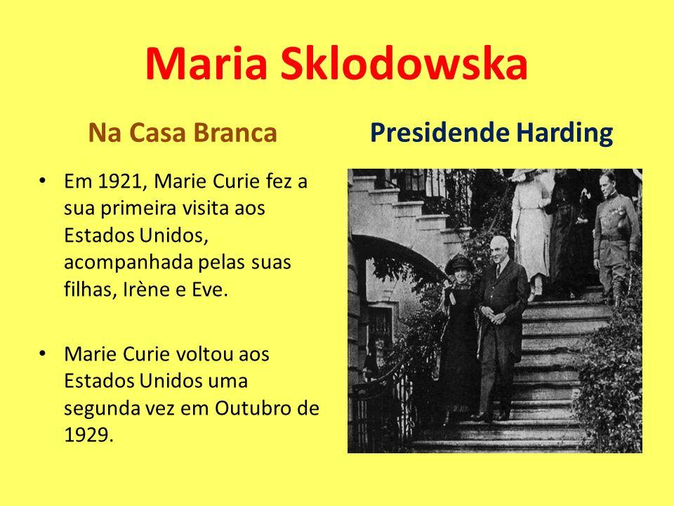 Na Casa Branca Em 1921, Marie Curie fez a sua primeira visita aos Estados Unidos, acompanhada pelas suas filhas, Irène e Eve. Marie Curie voltou aos E