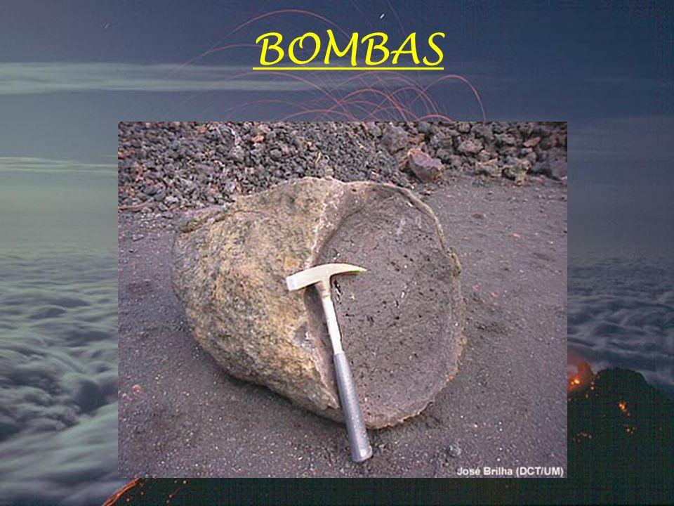 Os PIROCLASTOS (materiais sólidos) dividem-se em: - Bombas - Lapilli - Cinzas ou Pó vulcânico