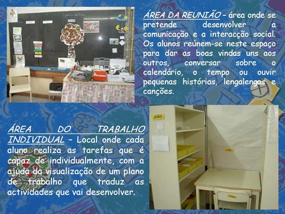 ÁREA DA REUNIÃO – área onde se pretende desenvolver a comunicação e a interacção social. Os alunos reúnem-se neste espaço para dar as boas vindas uns