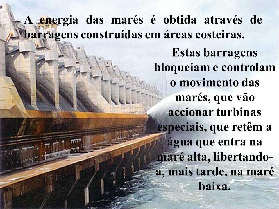 Estas barragens bloqueiam e controlam o movimento das marés, que vão accionar turbinas especiais, que retêm a água que entra na maré alta, libertando-