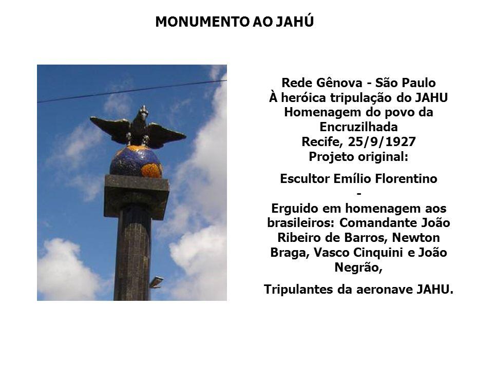 JAHU AGUATIZARÁ NO CAPIBARIBE No porto, o povo pernambucano recepciona os herois do JAHU Ribeiro, Braga, Negrão Cinquini, a tripulação Do Jahú saúda u