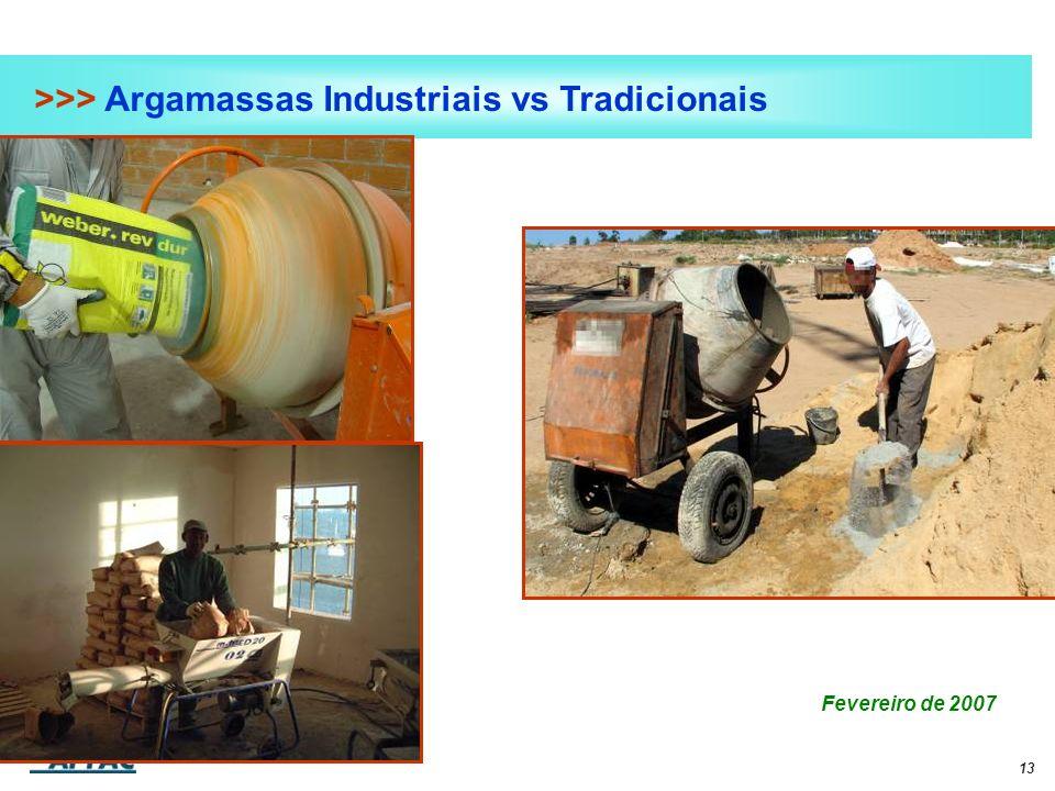 13 >>> Argamassas Industriais vs Tradicionais Fevereiro de 2007 Foto adição monomassa em máquina