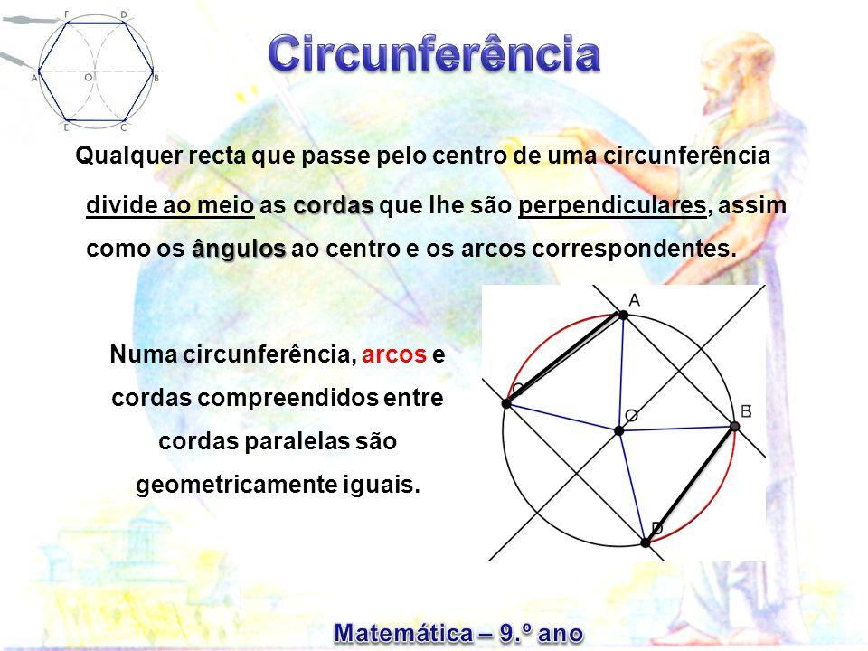 Qualquer recta que passe pelo centro de uma circunferência divide ao meio as c cc cordas que lhe são perpendiculares, assim como os â ââ ângulos ao ce