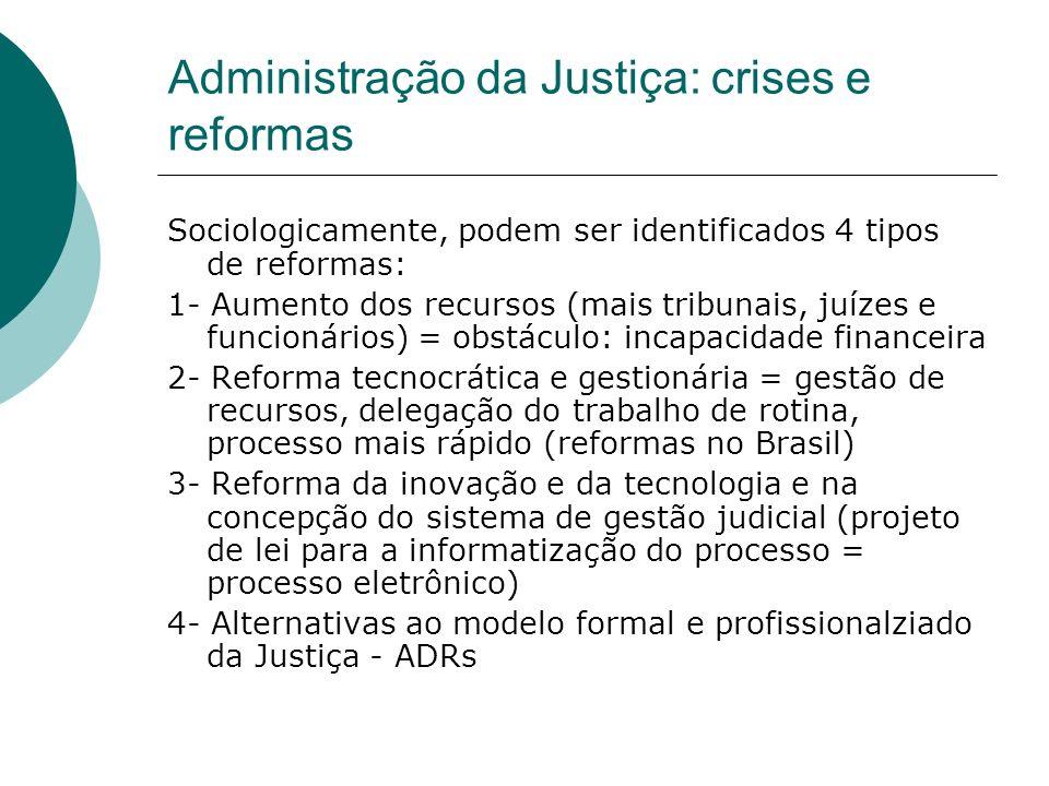 Administração da Justiça: crises e reformas Sociologicamente, podem ser identificados 4 tipos de reformas: 1- Aumento dos recursos (mais tribunais, ju