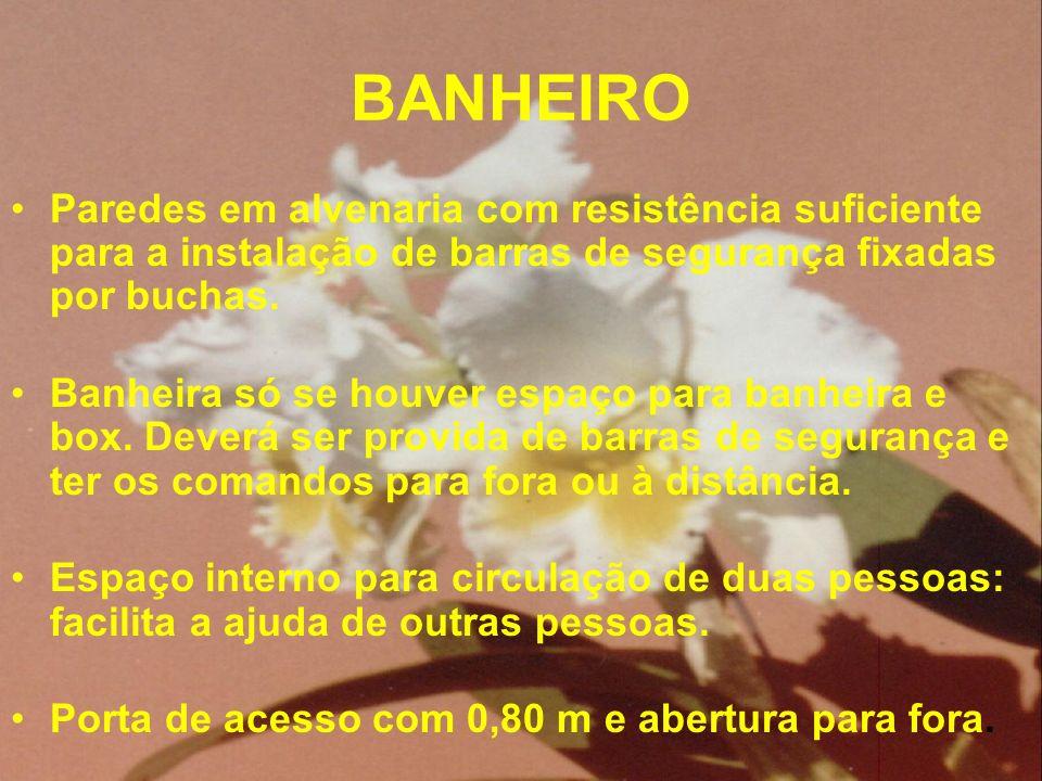 BANHEIRO Paredes em alvenaria com resistência suficiente para a instalação de barras de segurança fixadas por buchas. Banheira só se houver espaço par