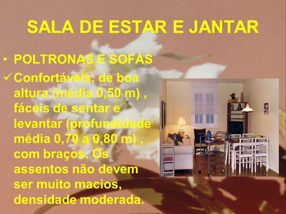 SALA DE ESTAR E JANTAR POLTRONAS E SOFÁS Confortáveis, de boa altura (média 0,50 m), fáceis de sentar e levantar (profundidade média 0,70 a 0,80 m), c