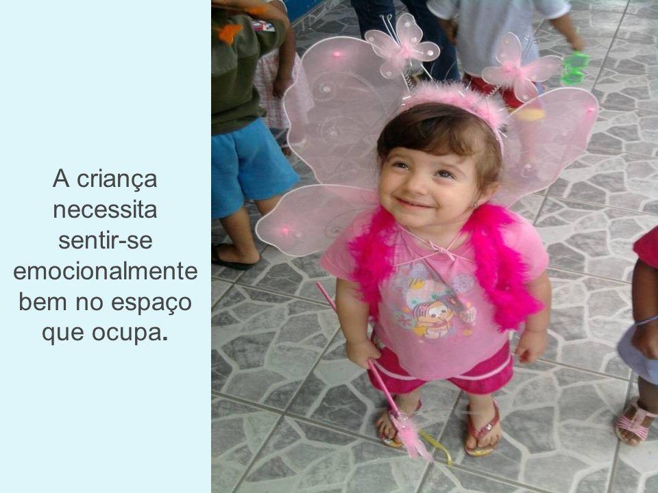 As crianças participam de danças e outras expressões da cultura corporal