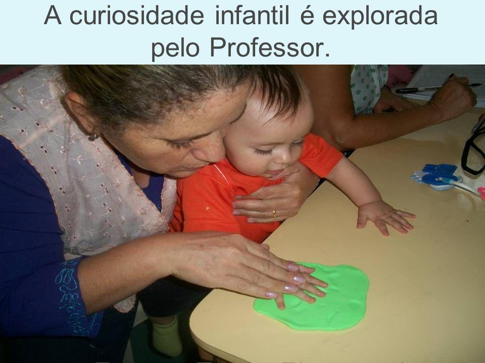 A curiosidade infantil é explorada pelo Professor.
