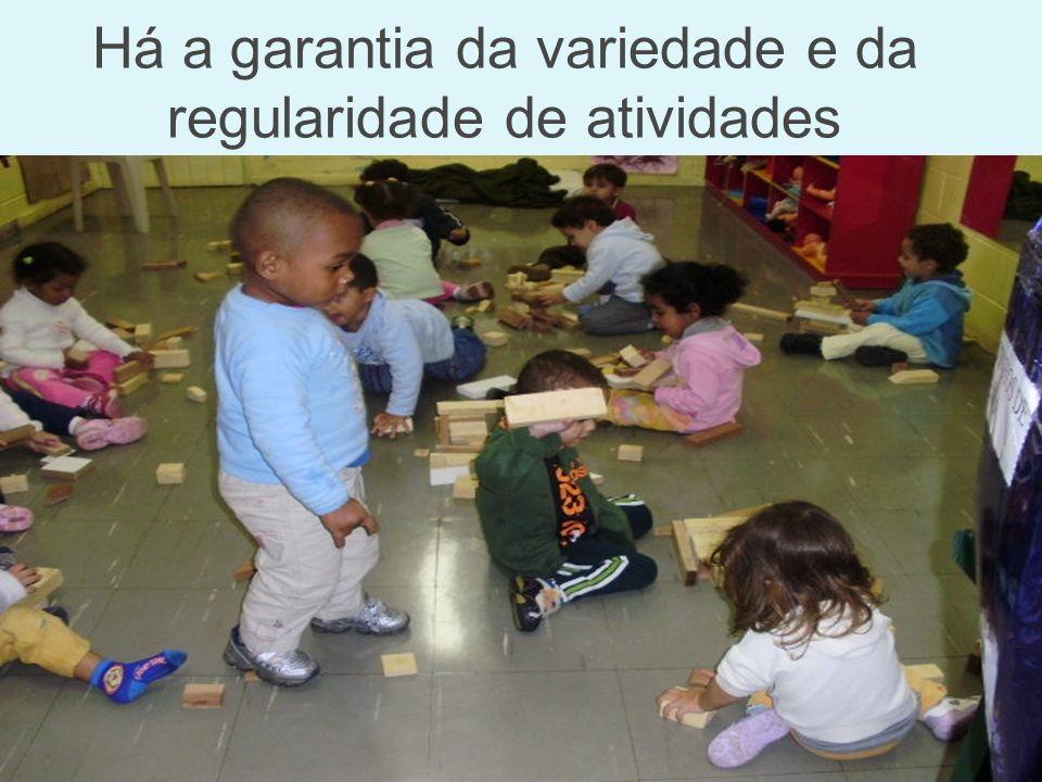 As crianças são incentivadas a iniciar pequenas explorações.