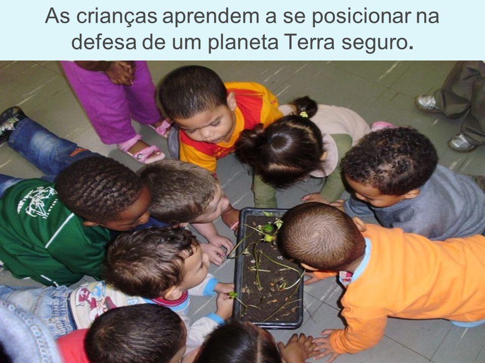 As crianças aprendem a se posicionar na defesa de um planeta Terra seguro.