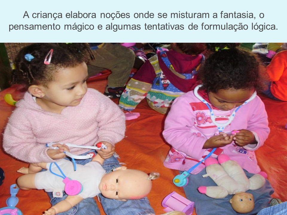 A criança elabora noções onde se misturam a fantasia, o pensamento mágico e algumas tentativas de formulação lógica.