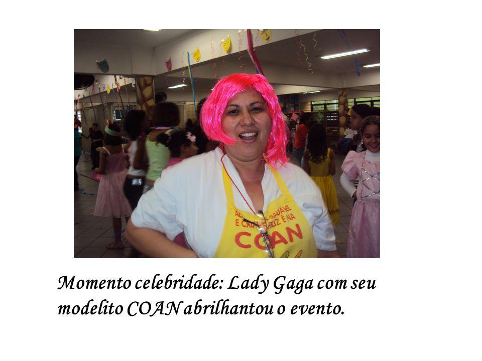 Momento celebridade: Lady Gaga com seu modelito COAN abrilhantou o evento.
