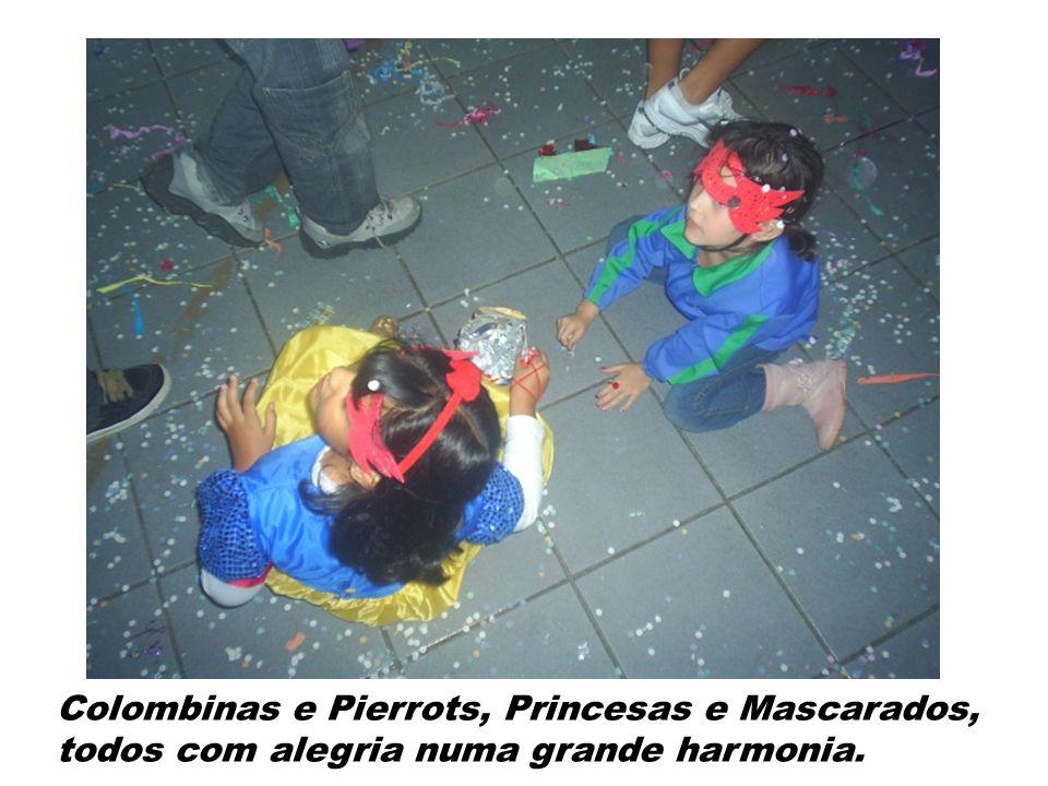 Colombinas e Pierrots, Princesas e Mascarados, todos com alegria numa grande harmonia.