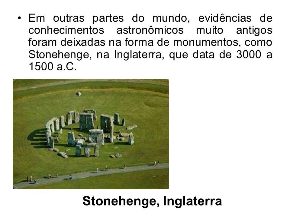 Stonehenge, Inglaterra Em outras partes do mundo, evidências de conhecimentos astronômicos muito antigos foram deixadas na forma de monumentos, como S