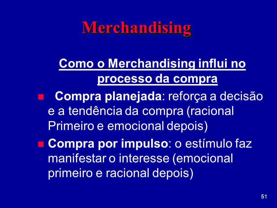 51 MerchandisingMerchandising Como o Merchandising influi no processo da compra n Compra planejada: reforça a decisão e a tendência da compra (racional Primeiro e emocional depois) n Compra por impulso: o estímulo faz manifestar o interesse (emocional primeiro e racional depois)